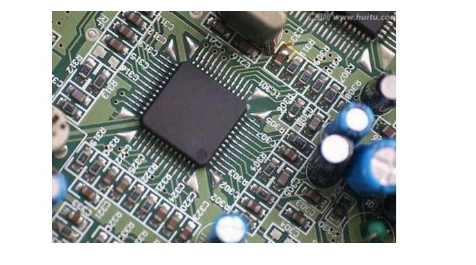1.电源启动:一般市面上所售电源都为ATX规格,其特性可使主机板拥有二段开机之功能,其具备有电源待机,MODE开机,软体关机等功能,使电脑更具人性化管理;因需具备其功能所以当使用者将电源开启时,并未启动电脑,而由面板上之电源启动按钮来启动电脑,并由软体来控制关机,若为关机状态也可透过远端控制来启动电脑,所以电源开起先由ATXPOWER中发出电源待机讯号(+5VSB)及电源启动讯号(PSON#),当使用者将面板上之电源启动按钮按下,此时主机板会将PSON#讯号将被降至低电位,ATXPOWER接收到此讯号